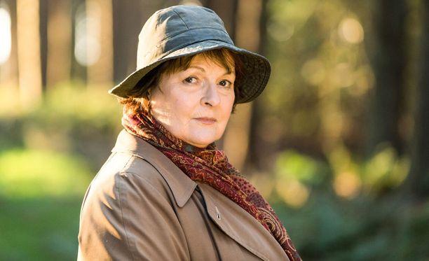 Vera Stanhopea näyttelee herkullisesti Brenda Blethyn.