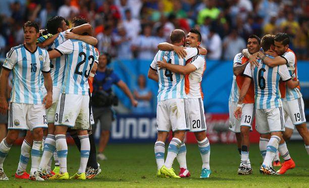 Argentiinan pelaajat tuulettivat välieräpaikkaa.