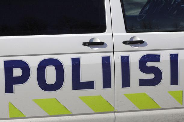 Poliisin mukaan esitutkinnassa on selvinnyt, että naiset myivät huumausaineeksi luokiteltuja lääkkeitä.