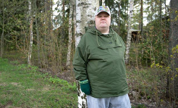Panssarintorjuntamies Kalle, 41, jäi ilman sodanajan tehtävää ja on reservissä. Kertaamaan hän ei ole päässyt vielä kertaakaan intin jälkeen, vaikka tahtoa olisi. – Olen itsekin ihmetellyt.