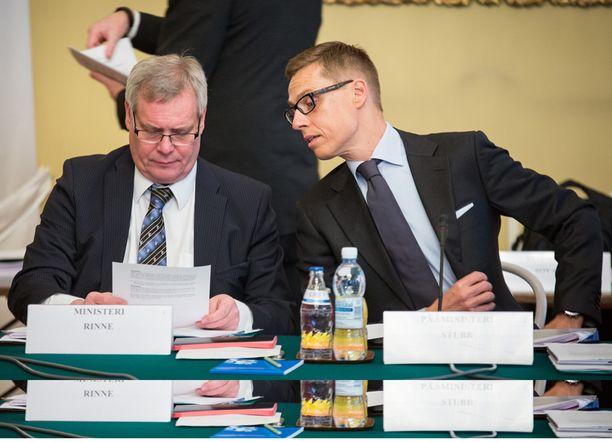 Yhteistyötä edellisessä hallituksessa. Valtiovarainministeri Antti Rinne ja pääministeri Alexander Stubb.