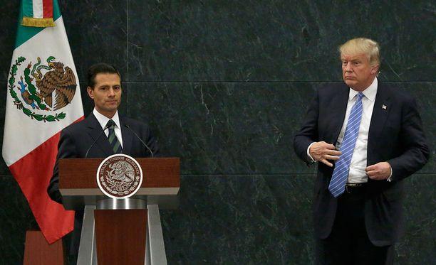 Meksikon presidentti Enrique Peña Nieto ja Donald Trump sanailivat torstaina Twitterin välityksellä.