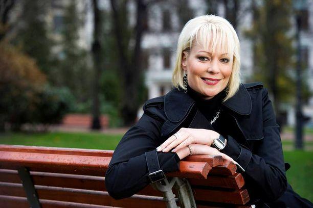 ONNELLISET Susanna Ruotsalainen ja Matti Nykänen ovat seurustelleet uutenavuotena tasan viisi kuukautta.