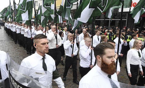 PVL:n jäseniä marssilla Ludvikan kaupungissa Ruotsissa.