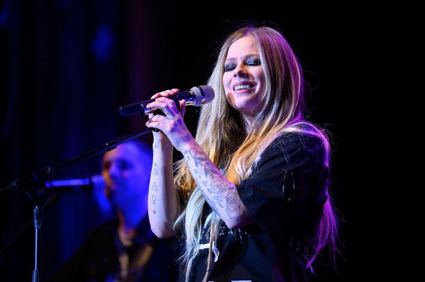 Avril Lavigne kuuluu maailman myydyimpien kanadalaisten naisartistien joukkoon.