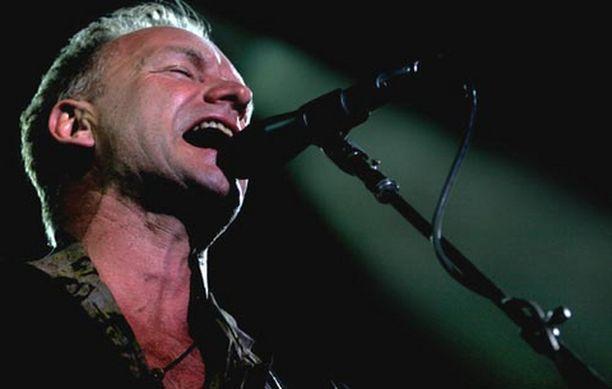 Policen entinen basisti Sting esiintyi lauantaina täydelle Kirjurinluodolle. Kuva artistin Kyproksen keikalta kesäkuulta.