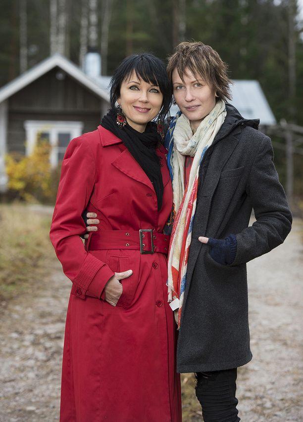 Katariina Souri ja Eliya Zweygberg rekisteröivät parisuhteensa viime syksynä.