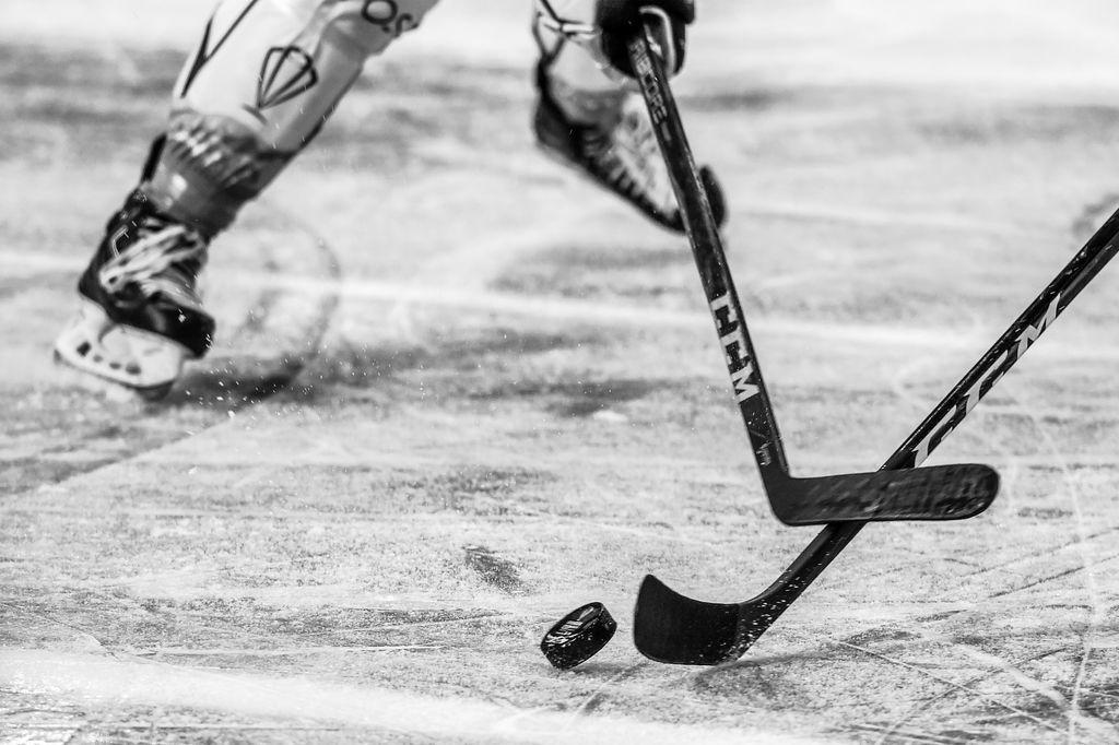Ruotsalaiskiekkoilija menehtyi äkillisesti vain 23-vuotiaana - seurapomo kertoi musertavan uutisen joukkuetovereille