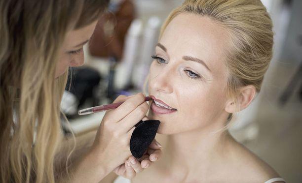 Kosmetologeista on ylitarjontaa Suomessa.