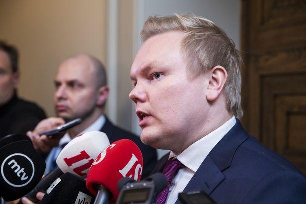 Keskustan eduskuntaryhmän puheenjohtaja Antti Kurvinen.