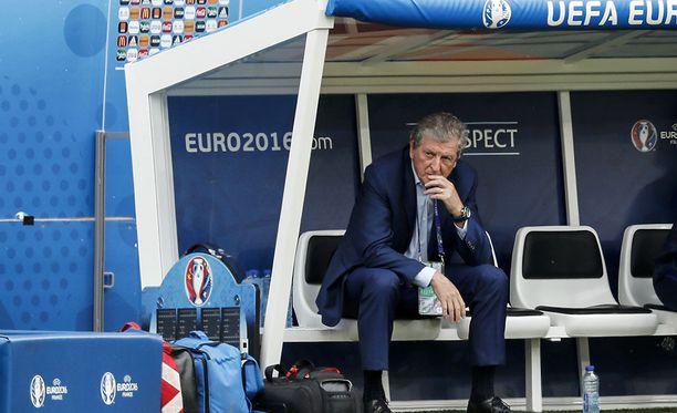 Roy Hodgsonin teekuppi läikkyi haastattelussa vuonna 2011.