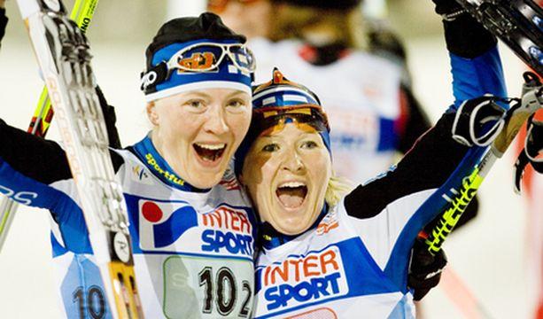 ILO IRTI! Virpi Kuitunen ja Riitta-Liisa Roponen eivät säästelleet tuuletuksissa kisan jälkeen.
