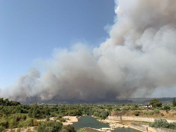 Keskiviikkona tulipalot nostattivat kreikkalaisen Olympian kylän ylle massiivisen savupilven.