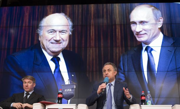 Venäjän urheiluministeri Vitali Mutko puhui Moskovassa huhtikuun lopussa. Taustalla kummittelivat Sepp Blatter ja Vladimir Putin.