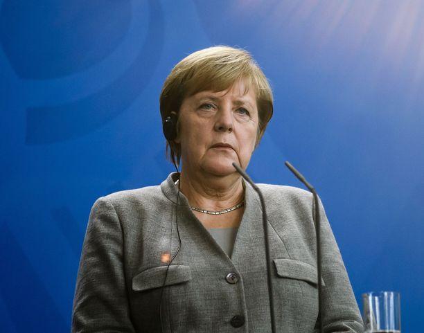 Angela Merkel luopuu CDU:n puoluejohtajuudesta.