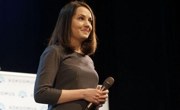 Nykyinen opetusministeri Sanni Grahn-Laasonen kiitteli Twitterissä Stubbin puhetta yhdeksi uran parhaimmaksi.