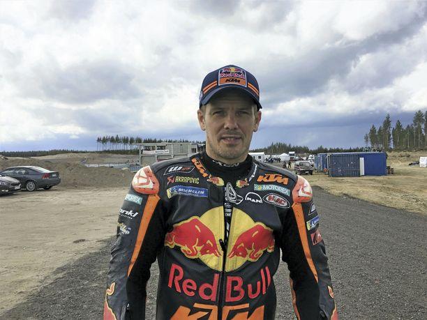 Mika Kallio on ehtinyt ajaa Kymiringin rataa perjantain näytöskierrosten, maanantain testipäivän sekä tiistain testipäivän alun verran. Tiistain MotoGP-testi on vielä kesken ja toistaiseksi kovan sateen vuoksi keskeytynyt.
