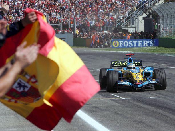 Imolassa on viimeksi ajettu F1:iä vuonna 2006. Kuvassa Renault'ia ajava Fernando Alonso kaasutteli toiseksi kisassa. Voittoon tuolloin ajoi Ferrarin Michael Schumacher.