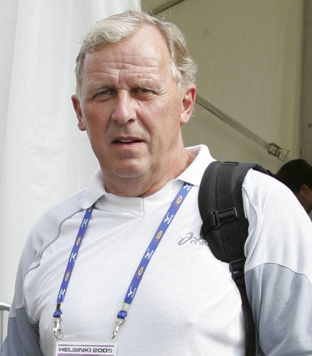 """Bror-Erik """"Bubi"""" Wallenius aloitti uransa ruotsinkielisestä urheilutoimituksesta 1970-luvulla."""