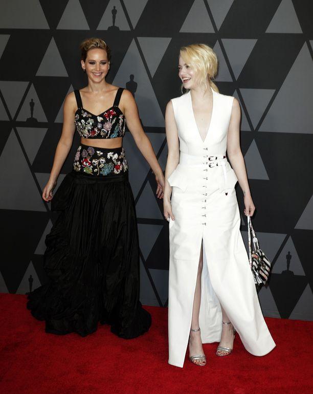 Marraskuussa Jennifer Lawrence ja Emma Stone edustivat yhdessä punaisella matolla.