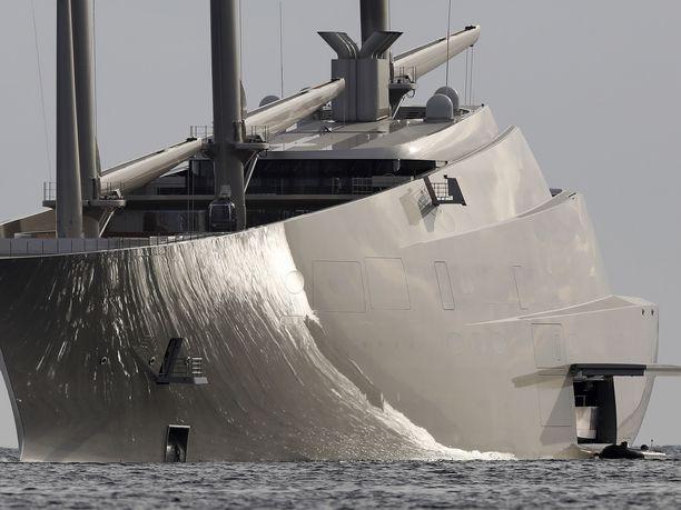 Venäläismiljardööri Andrei Melnitshenkon omistama Sailing Yacht A on hulppea ilmestys.