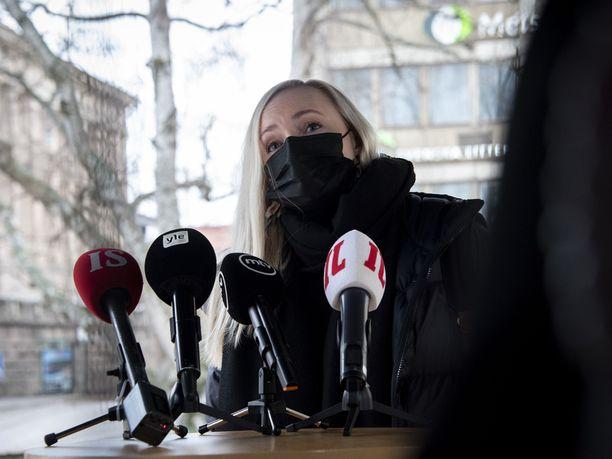 Vihreiden puheenjohtaja, sisäministeri Maria Ohisalo olisi valmis harkitsemaan maskipakkoa työpaikoille.