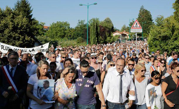 Ranskan Lyonissa sattui terrori-isku. Marssissa Lyonin lähellä surtiin terrori-iskun uhreja.