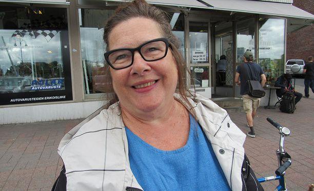 Tankki täyteen - sarjan Ulla eli Tuire Salenius, 66, aloittaa syksyn ensimmäistä kertaa elämässään täysin vapaana rooleista, uraa TTT:ssa tuli täyteen 42 vuotta.