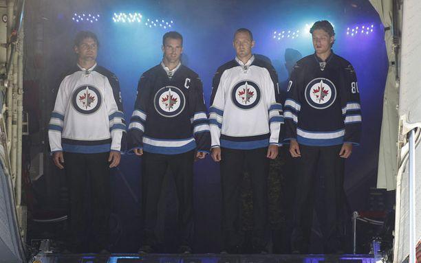Tässä ne ovat, Winnipeg Jetsin uudet pelipaidat.