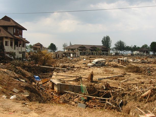 Khao Lak, tsunamin jälkeen.