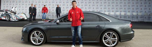 Cristiano Ronaldo otti alleen tuliterän S8:n.