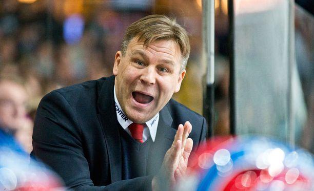 Raimo Summanen on Avangard Omskin KHL-historian menestynein valmentaja. Nyt häneltä vaaditaan mestaruutta.