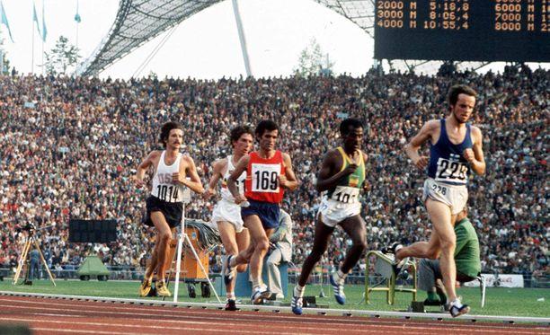 Lasse Viren voitti ensimmäisen olympiakultansa 3.9.1972 Münchenissä 10 000 metrin juoksussa.