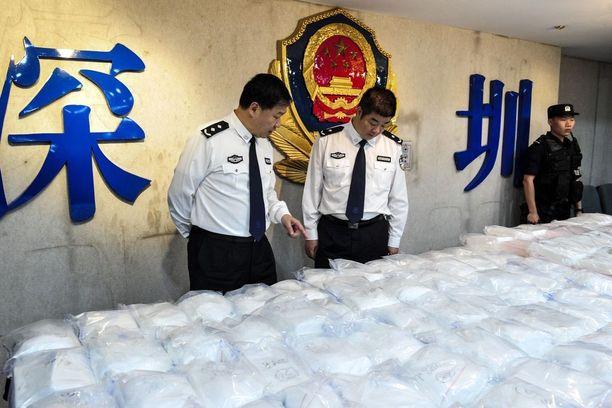 Shenzenin viranomaiset esittelivät 0,4 tonnin kokaiinilastia. Arkistokuva vuodelta 2016.