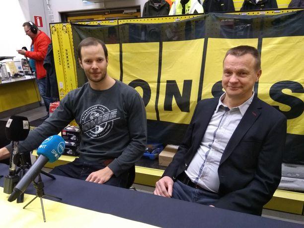 Tero Pitkämäki ja ortopedi Harri Panula kertoivat tiistaina Seinäjoella kovasti odotetun keihäsuutisen.