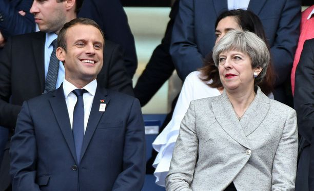 Macron ja May tapasivat Pariisissa tiistaina.