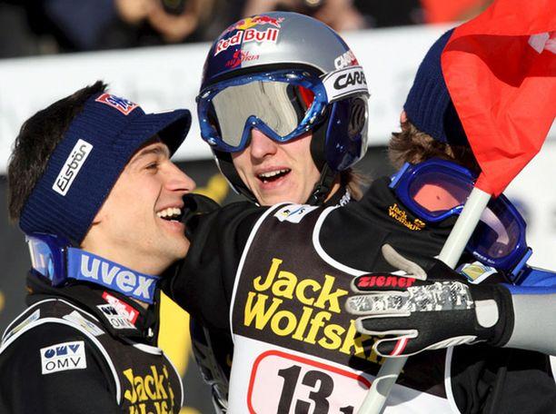 Itävaltaisjuhlaa: Andreas Kofler (vas.), Gregor Schlierenzauer ja Thomas Morgenstern.