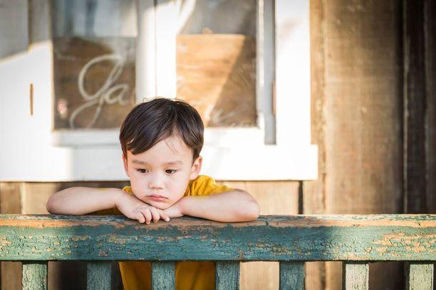 Poikien ja miesten yksinäisyys on hieman erilaista kuin tyttöjen ja naisten yksinäisyys.