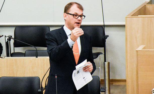 Juha Sipilä tuomitsi täysin rasismin.