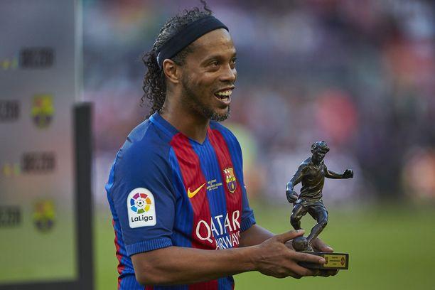 Ronaldinho on Marcan mukaan pahassa velkakierteessä.