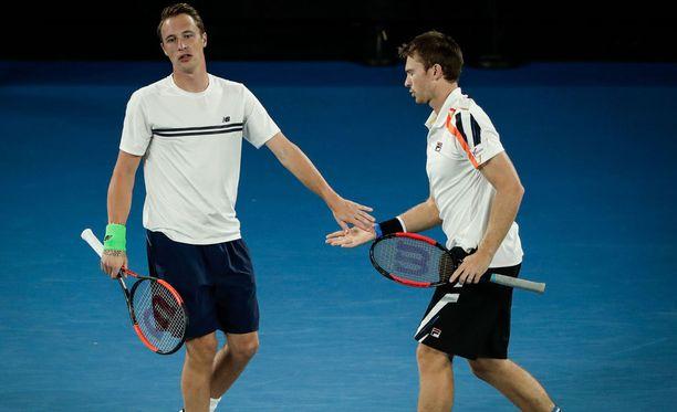 Henri Kontinen ja John Peers etenevät vakuuttavasti tenniskauden viimeisessä grand slam -turnauksessa.