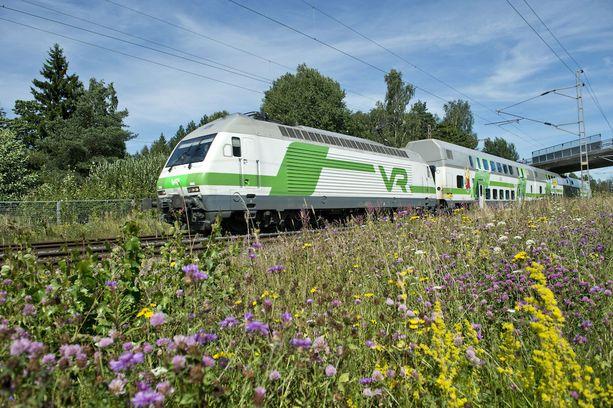 VR:n junavuoroissa on merkittäviä muutoksia juhannuksena. Monia vuoroja on myös korvattu busseilla ratatöiden vuoksi.