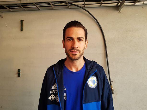 Mario Vrancic ei päässyt kentälle Ratinassa, jossa yleisöä villitsi hänen seurakaverinsa Teemu Pukki.