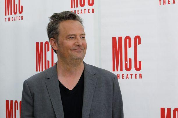 Matthew Perry odottaa jo innolla Frendit-sarjan jatko-osaa. Julkaisu siirtyi vuodelta 2020 vuodelle 2021 koronatilanteen vuoksi.
