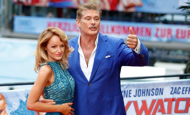 Hasselhoffin nykyinen puoliso on Hayley Roberts.