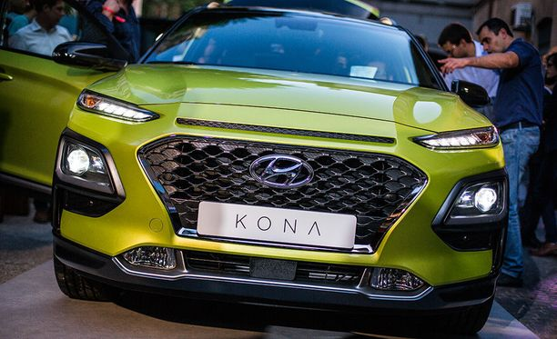 Hyundai Kona on voimakkaasti muotoiltu. Päivävalot on nostettu ajovaloista erilleen.