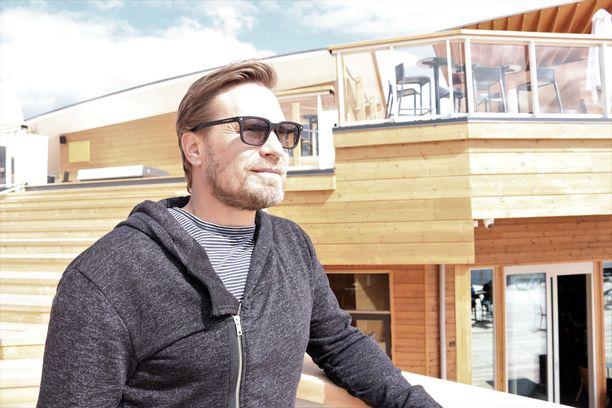 Timosen omistama matkailukeskus sisältää muun muassa kolme saunaa ja ravintolatilat.