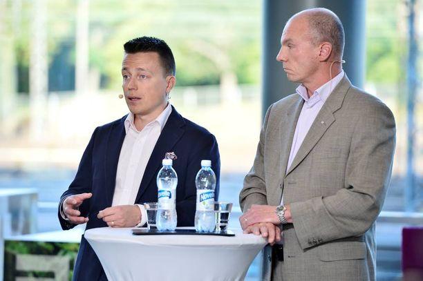 Jihadismitutkija Atte Kaleva (vasemmalla) ja ylitarkastaja Tuomas Portaankorva pitävät suomalaisnaisen tapausta aitona. Kuva viime syksyltä.