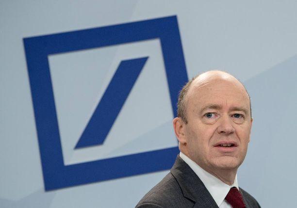 Deutsche Bankin toimitusjohtaja John Cryan uskoo käteisen rahan katoavan kokonaan.
