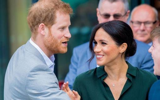 Harryn ja Meghanin vauvakuva kiinnostaa – nyt kuvan ottanut ystävä kertoo sen symboliikasta